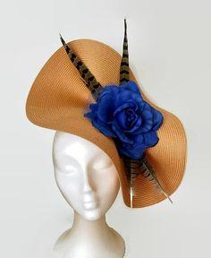 Touché bleu et or touché avec fleurs et plumes coiffes pour