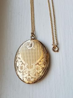 Your place to buy and sell all things handmade Vintage Lockets, Gold Necklace, Pendant Necklace, Charms, Victorian, Jewels, Trending Outfits, Antiques, Unique Jewelry