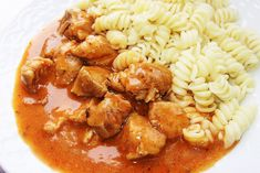 Bravčový guláš Pork Goulash, My Favorite Food, Favorite Recipes, Old Recipes, Russian Recipes, Pressure Cooker Recipes, Main Meals, Chana Masala, Pasta Salad