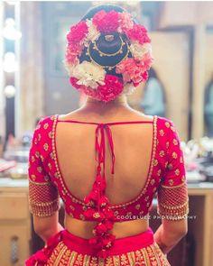 Blouse Back Neck Designs, Wedding Saree Blouse Designs, Simple Blouse Designs, Silk Saree Blouse Designs, Stylish Blouse Design, Wedding Sarees, Wedding Blouses, Bridal Lehenga, Make Up Braut