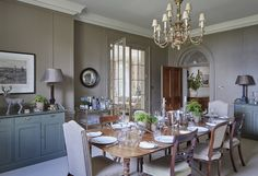 Modern country style is one of the most desirable current interior looks. Here, interior designer Emma Simms Hilditch, explains the key tenets of the style and how to capture the look in your own home. Georgian Architecture, Interior Architecture, Luxury Interior Design, Interior Design Services, Interior Ideas, Interior Inspiration, Country Life Magazine, Modern Country Style, Country Decor
