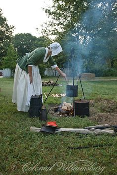 via Colonial Williamsburg Colonial Williamsburg Va, Williamsburg Virginia, 18th Century Clothing, Medieval, American Revolutionary War, Colonial America, Canada, Marie, Fire Cooking