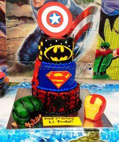 Super hero cake - by SweetBakings @ CakesDecor.com - cake decorating website