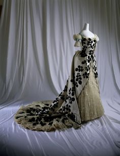 House of Worth; black and cream