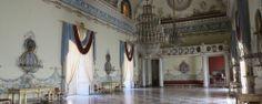 l Museo, ubicato nella celebre Reggia di Capodimonte, è una delle più belle pinacoteche d'Italia. Contiene le famose collezione di dipinti dei Farnesi e dei Borboni e altre pitture di artisti famosi, mentre altre sezioni sono dedicate a pittori fiamminghi e all'arte moderna.