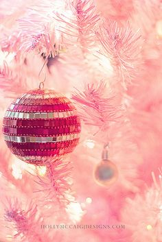 I think I need a pink christmas tree this year :D