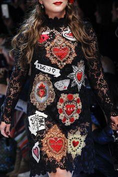 Dolce & Gabbana Fall 2017 Ready-to-Wear Fashion Show Details Moda Fashion, High Fashion, Fashion Show, Womens Fashion, Couture Fashion, Runway Fashion, Fashion Details, Fashion Design, Embroidery Fashion