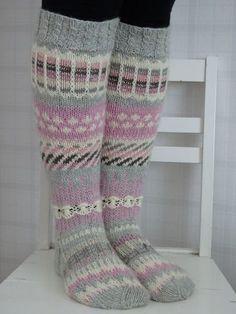 Mukaillut Anelmaiset, Ei Nauhoja Eikä Ku - Diy Crafts - maallure Knitting Help, Knitting For Beginners, Knitting Socks, Hand Knitting, Knitting Patterns, Crochet Patterns, Diy Crafts Knitting, Woolen Socks, Norwegian Knitting
