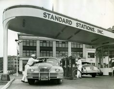 Vintage Automobile Dealerships and Automobilia. Interested in old cars, and the things related to them, then this is the page for you. Old Gas Pumps, Vintage Gas Pumps, Pompe A Essence, Gas Service, Old Gas Stations, Filling Station, Art Deco, Us Cars, Oil And Gas