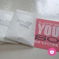 Freudentränen-Taschentücher im Vintage-Style...MR & MRS!  Klein, stylisch und sehr praktisch, wenn die Tränen kullern.  Dies ist ein Set-Preis: # 50 x Freudentränen-Taschentücher (jeweils 2 Stück...
