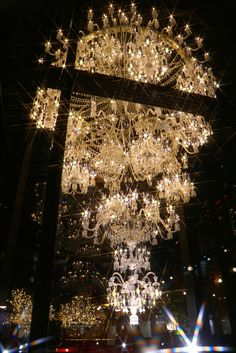 Many people believe that there is a magical formula for home decoration. You do things… Boujee Aesthetic, Aesthetic Vintage, Aesthetic Pictures, Baccarat Chandelier, Chandelier Lighting, Crystal Chandeliers, Princess Aesthetic, Glitz And Glam, Beautiful Architecture