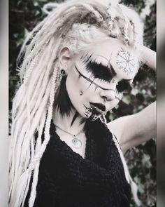 may contain: 1 person, closeup - Frauen .all Art -Image may contain: 1 person, closeup - Frauen .all Art - Halloween Makeup Looks, Halloween Make Up, Halloween Costumes, Scary Costumes, Gothic Makeup, Fantasy Makeup, Makeup Inspiration, Character Inspiration, Viking Makeup
