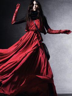 Title: A Long Story Magazine: Vogue China September 2010 Models: Bonnie Chen, Ping Hue Photographer: Daniel Jackson Stylist: Tiina Laakkonen Foto Fashion, Red Fashion, Couture Fashion, Fashion Art, Editorial Fashion, Japan Fashion, China Fashion, Fashion Shoot, Daniel Jackson