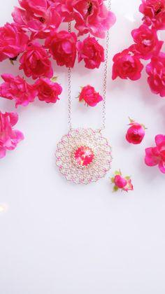 Zabett Flower Necklace Neon Pink di theZABETT su Etsy