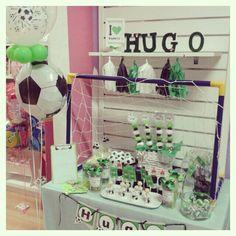 Mesa con decoracion de futbol ideal para comuniones o cumples...