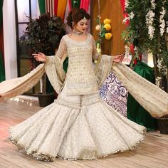 Dress is not only about style and design, but its about reflection person attractiveness. Here, you will see huge Pakistani Engagement Dresses Pakistani Engagement Dresses, Pakistani Wedding Outfits, Pakistani Dresses, Indian Dresses, Sarara Dress, The Dress, Serie Suits, Gharara Designs, Look Short