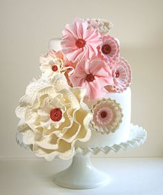 Tons of sugar flowers on this adorable cake. Fondant Figures, Fondant Cakes, Cupcake Cakes, Gorgeous Cakes, Pretty Cakes, Amazing Cakes, Fondant Flowers, Sugar Flowers, Fabric Flowers