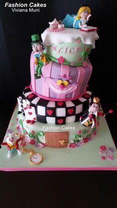 Alice in Wonderland Cake - Cake by fashioncakesviviana