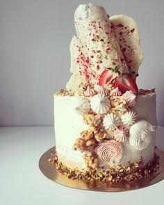 #cakeoftheday#nakedcake#