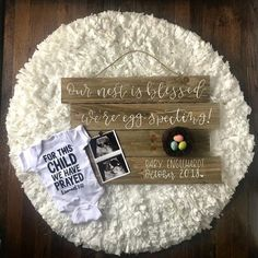 12 easter pregnancy announcements to inspire you to spring the news 14 fun pregnancy announcement ideas that ll make your friends smile till it hurts Pregnancy Announcement To Parents, Cute Baby Announcements, Pregnancy Checklist, Pregnancy Calculator, Pregnancy Quotes, Pregnancy Pictures, Pregnancy Journal, Pregnancy Shirts, Second Pregnancy