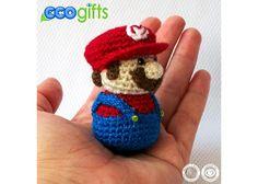 Llavero de Super Mario Petit   Dimensiones: 7cm X 5cm Detalles bordados. Ojos de cristal.  Tejidos 100% a mano