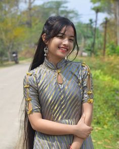 Image may contain: 1 person, outdoor Beautiful Girl In India, Beautiful Girl Image, Cute Beauty, Beauty Full Girl, Photography Poses Women, Cute Girl Face, Stylish Girl Pic, Cute Faces, India Beauty