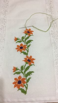 Knitting and Bordado Cross Stitch Borders, Cross Stitch Rose, Cross Stitch Flowers, Cross Stitch Designs, Cross Stitching, Cross Stitch Embroidery, Hand Embroidery, Cross Stitch Patterns, Free To Use Images