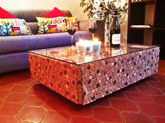 Table basse en bouchons de liège et verre : Meubles et rangements par wawwdesign