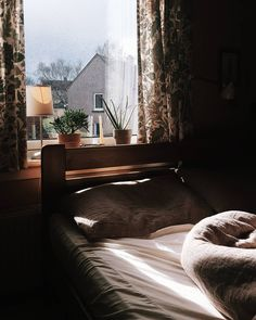 605 отметок «Нравится», 2 комментариев — Marta  Beres-Karpinska (@aprilmorns) в Instagram: «In the Light of What We See  #lightinspired #vintagestyle #vintageportrait #vintage#thatsdarling…»