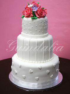 Tarta de boda con flores de azúcar.