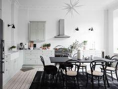 〚 Cozy white apartment in Gothenburg sqm) 〛 ◾ Photos ◾Ideas◾ Design Hipster Vintage, Style Hipster, Interior Design Tips, Interior Design Kitchen, Kitchen Decor, Diner Kitchen, Ikea Interior, Big Kitchen, Vintage Design