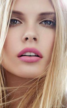 Model Martina Dimitrova - Austria Bulgaria - Victoria´s Secret, Fashion Show, Fashion Week, Fashion, Models, Supermodel, Top Models, Beauty, Makeup, Runway, Celebrities, Celebrity, Actress