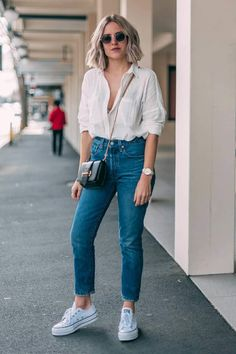 Mom-Jeans-Looks moda rgp в 2019 г. looks camisa branca, Basic Outfits, Mode Outfits, Cute Casual Outfits, Jean Outfits, Simple Outfits, Fashion Outfits, Outfits With Mom Jeans, Womens Fashion, Men's Outfits