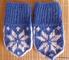 Handknitted baby mittens in pure wool by LynnesEbooks on Etsy