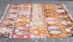 *** Worldwide Free shipping *** Vintage Kilim rug, approximately 50 years old. It was woven in Ordu, Turkey. The main colors are Pink, Taupe, Orange, Brown, Blu