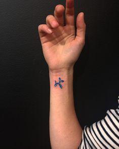 Cool Wrist Tattoos With Guaranteed Minimalist Style Tiny Wrist Tattoos, Tiny Tattoos For Girls, Cute Tiny Tattoos, Little Tattoos, Girl Tattoos, Small Tattoos, Tattoos For Women, Tatoos, Daughter Tattoos