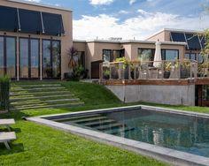 Pool im Garten Rasenfläche Rollrasen verlegen schnell Treppe