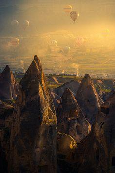 Hot air balloons above Cappadocia, Turkey (by Vorrarit Anantsorrarak).