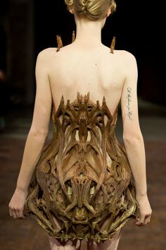 "Back of 3D printed dress - by Iris van Herpen, with architect Isaie Bloch and Materialise - ""Micro"" collection at Paris Fashion Week SS12 - photo by Yannis Vlamos"