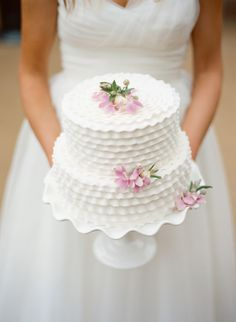 Wedding Cakes: Lovely white ruffle cake // Photographer: Lisa Hessel on Every Last Detail Gorgeous Cakes, Pretty Cakes, Cute Cakes, Fondant Cakes, Cupcake Cakes, Cupcakes Decorados, Ruffle Cake, Wedding Cake Inspiration, Occasion Cakes
