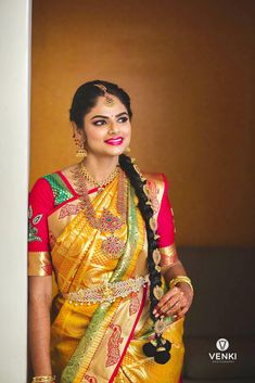 bridal jewelry for the radiant bride Hindu Wedding Photos, Indian Wedding Poses, Wedding Couple Photos, Tamil Wedding, Bridal Pictures, Saree Wedding, Indian Bridal, Wedding Bride, Indiana