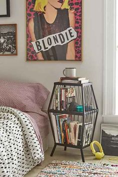 37 Small Bedroom Designs and Ideas for Maximizing Your Small Space That Pop - Di Home Design My New Room, My Room, Home Bedroom, Bedroom Decor, Bedrooms, Modern Bedroom, Bedroom Ideas, Cubby Storage, Storage Baskets