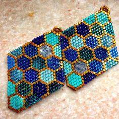 #brickstitch #delicas #earrings #hexdelicas #miyuki #miyukidelicas #satindelicas #silkdelicas #chickenwire #honeycomb