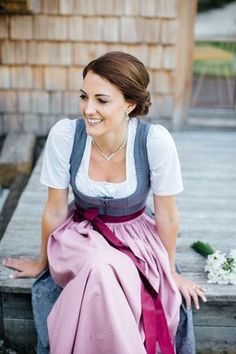 A few weeks ago I was allowed to accompany Sabine and Hannes to the registry office in Altausee. A special day for me as I have a girlfriend on her wedding day. Dirndl Dress, Dress Up, German Costume, Stunning Brunette, Costumes Around The World, Folk Costume, Festival Outfits, Traditional Dresses, Costume Design
