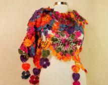 Arcobaleno Crochet scialle fiori, Wrap, uncinetto scialle di pizzo, triangolo sciarpa all'uncinetto, accessori donna, regali per lei, scialle da sposa, Coprispalle da sposa