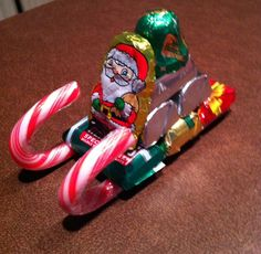Candy Cane Sleigh for Peter Christmas Candy Crafts, Christmas Party Favors, Noel Christmas, Christmas Activities, Christmas Goodies, Homemade Christmas, Christmas Treats, Christmas Projects, Xmas Gifts