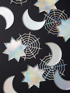 Shop these stylish meri meri silver sparkle moon plates to add a little extra sparkle and fun to your Halloween. Happy Halloween, Fete Halloween, Halloween House, Holidays Halloween, Halloween Kids, Halloween Decorations, Halloween Party Supplies, Halloween Party Games, Halloween Costumes For Girls