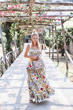 Summer stroll amongst flowers in the garden | Capri http://www.ohhcouture.com/2017/06/monday-update-50/ #leoniehanne #ohhcouture
