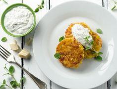 Schinken-Käse-Erdäpfelpuffer mit Krenjoghurt