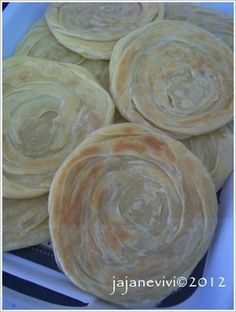 SEMPURNA.....:) Yiippppiiiy yeaaayyy.... akhirnya selesai juga, alhamduli llah Ya Allah.... Roti maryam bukan kue ba...